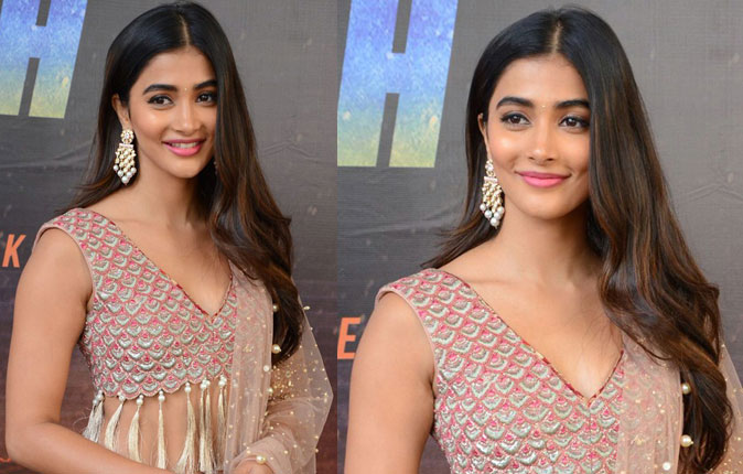 Actress Pooja Hegde Stills