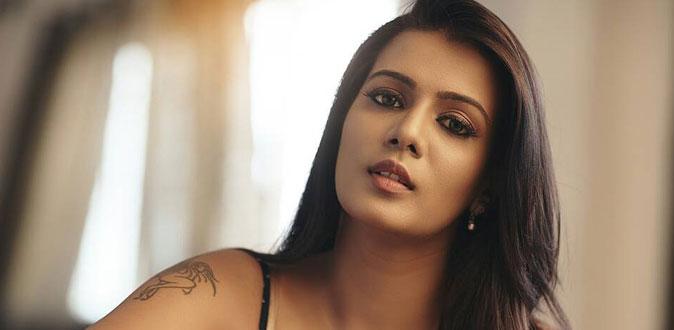Dusky and In Demand Actress, Meera Mitun