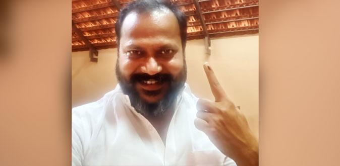 முதல் நபராக வாக்களித்த நடிகர் பப்ளிக் ஸ்டார் துரை சுதாகர்