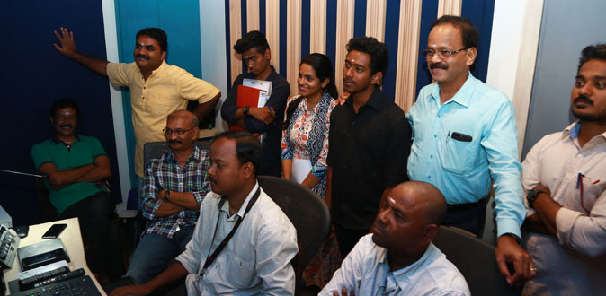 'Kaatrin Mozhi' dubbing started at Knack Stdios