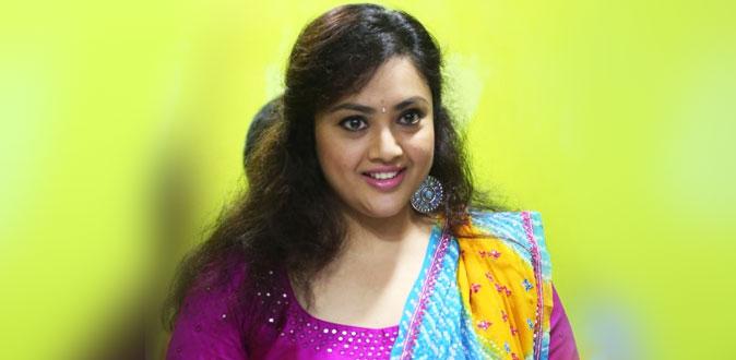 வெப் சீரிஸுக்காக நடிகை மீனா எடுத்த ஹாட் புகைப்படம்!