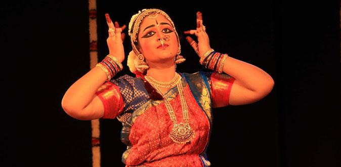 அக்ஷயா ராஜேஸ்வரியின் பரதநாட்டிய அரங்கேற்றம்! - கிருஷ்ணா கான சபாவில் நடைபெற்றது