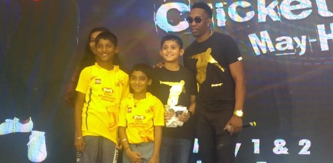 DJ Bravo enthralls cricket fans in city at Express Avenue mall