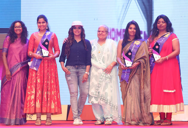 வீட்டில் இருந்தபடியே சாதனை புரிந்த பெண்களுக்கு வழங்கப்பட்ட 'சுயசக்தி விருதுகள்'