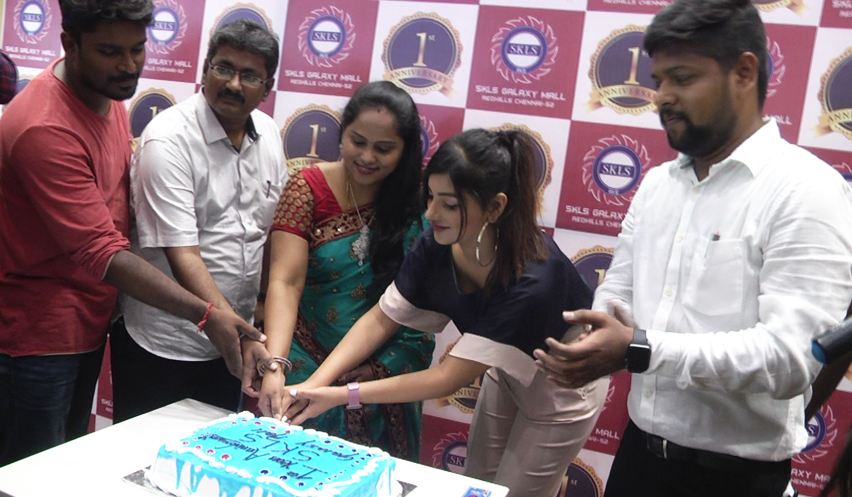 Yashika Anand in SKLS Galaxy Mall 1st Anniversary Celebration